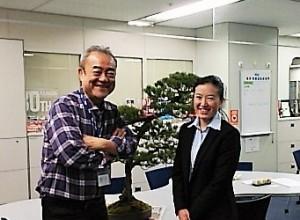 NACK 5のスタジオにお持ちした五葉松の盆栽を囲んで!